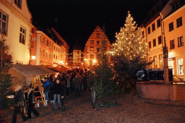 endingen-weihnachtsmarkt-3-c-hauser4C2BDF40-0F36-FDE0-3C68-087132F15B3D.jpg